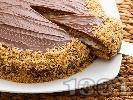 Рецепта Домашна шоколадова торта с блат от орехи, какао и сметана, крем от банани и заквасена сметана и шоколадова глазура